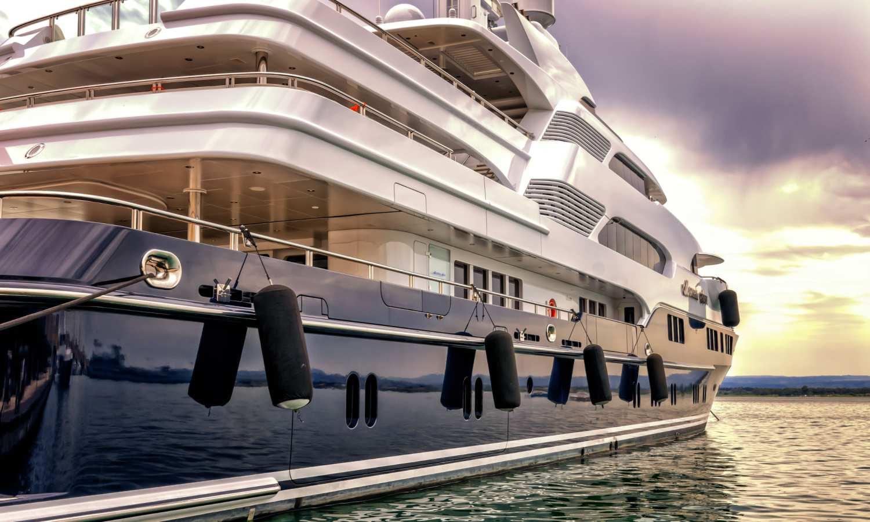 Miles 1852, vente et location de yachts à Monaco